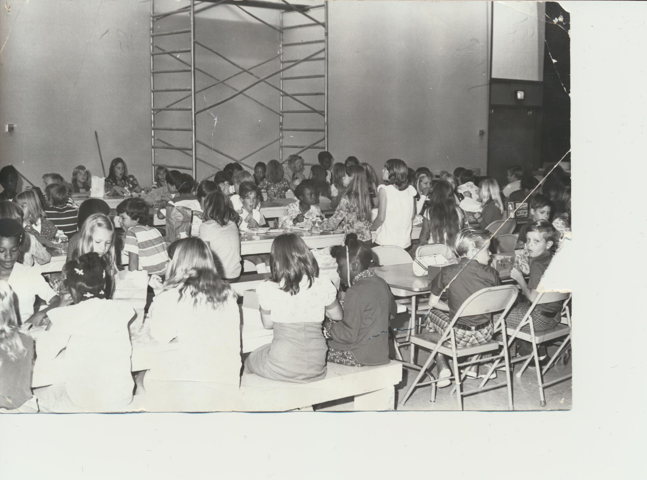1508511299-old_photo_of_students_eating_the_in_wyandotte_cafeteria