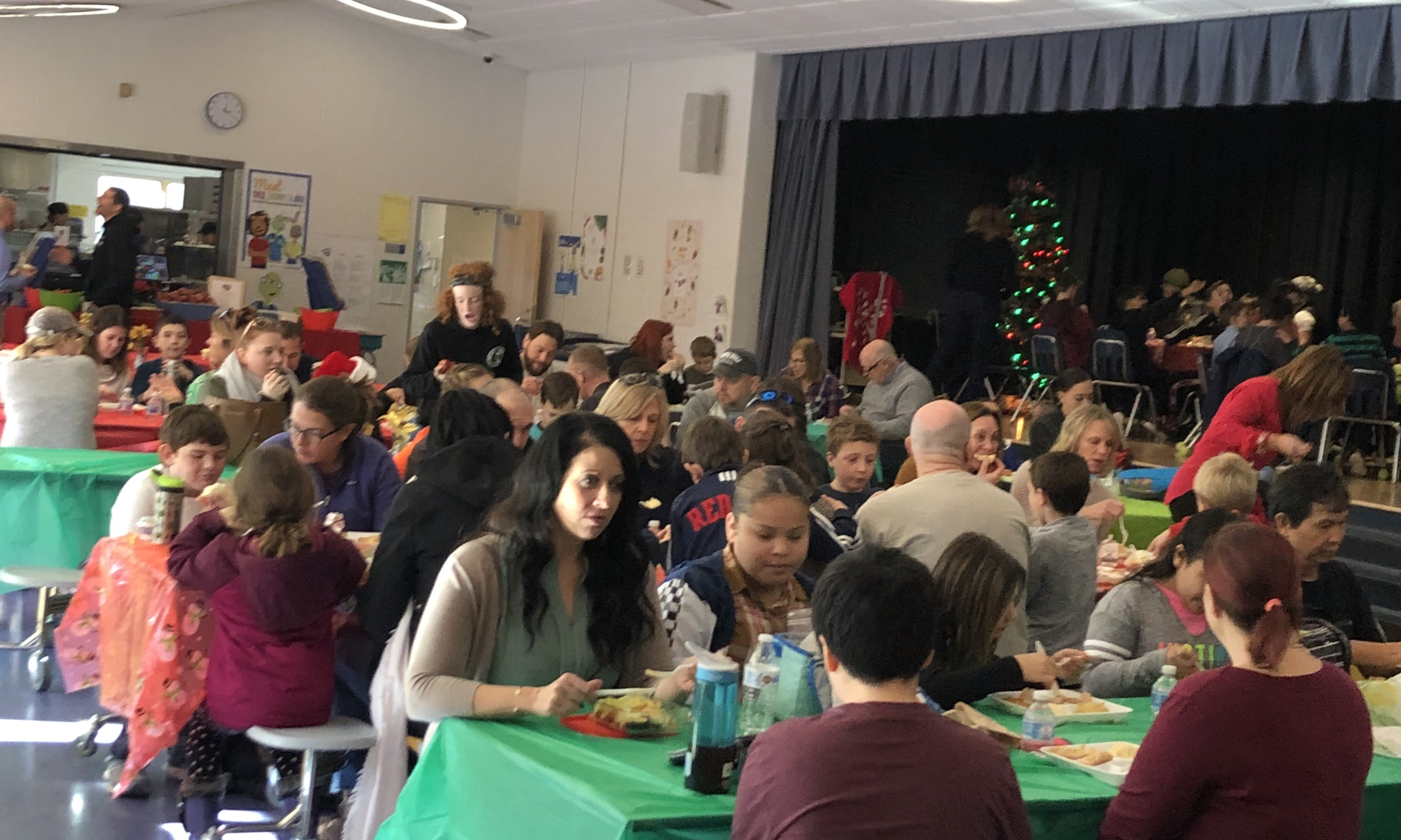 1578341668-em_holiday_luncheon